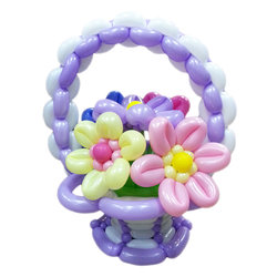 """Цветы из шариков """"Корзина сиреневая с цветочками"""""""